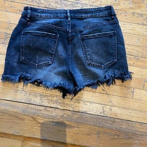 Cut off denim shorts with embroidery detail